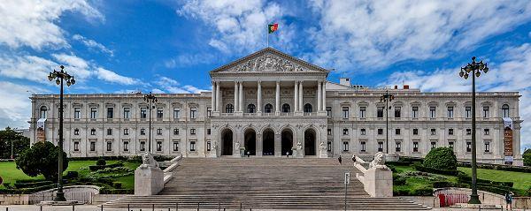 parlament-portugal-2015-600