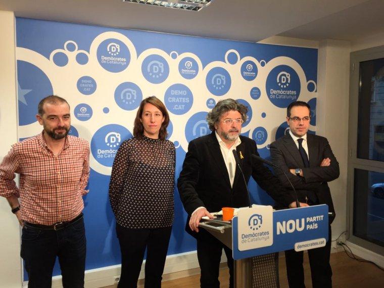 gerard-ardanuy-titon-lailla-carles-sala-i-toni-castella-de-democrates-a-la-roda-de-premsa-davui